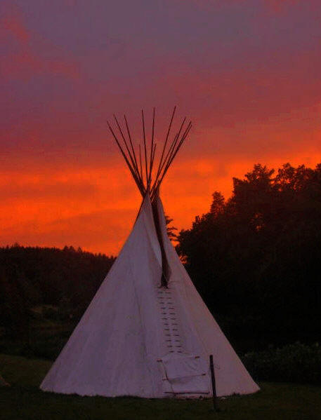 Tipi in der Abendsonne